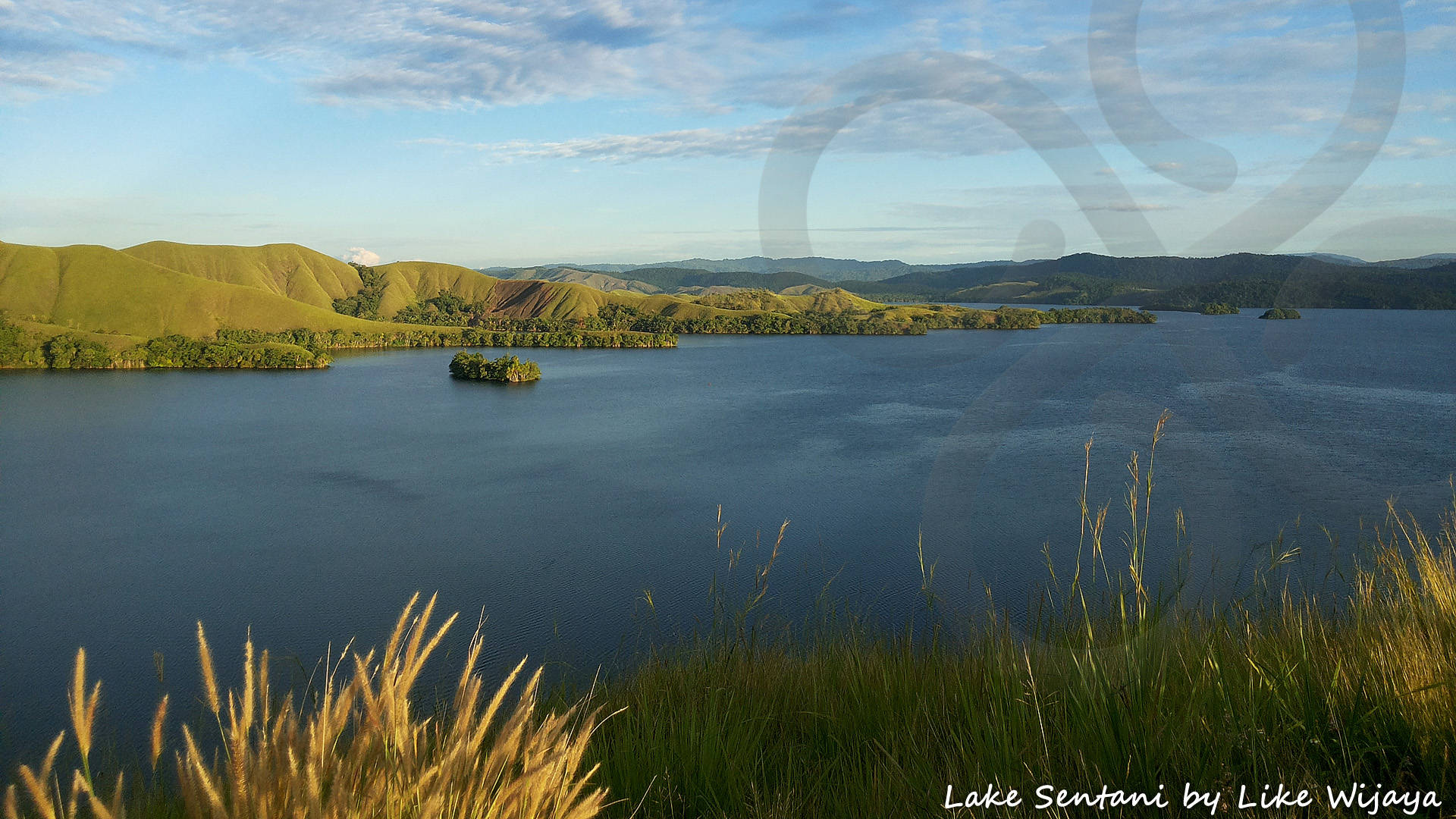 Panoramic view of Lake Sentani near the town of the same name in the northern lowlands. Copyright © Like Wijaya